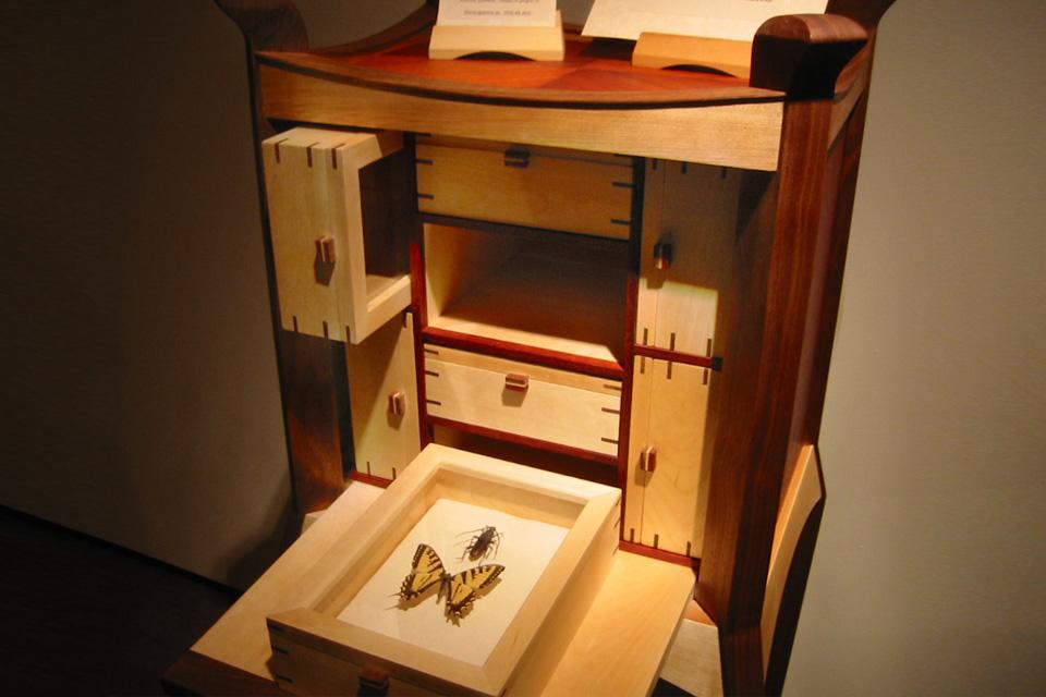 meuble cabinet de curiosit stunning les cabinets de curiosits sinspirent des meubles espagnols. Black Bedroom Furniture Sets. Home Design Ideas